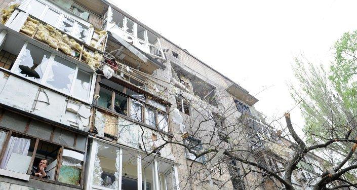 Casa residencial después del bombardeo de la ciudad de Donetsk.
