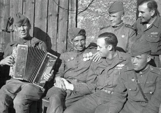 Militares soviéticos y estadounidenses durante la Segunda Guerra Mundial