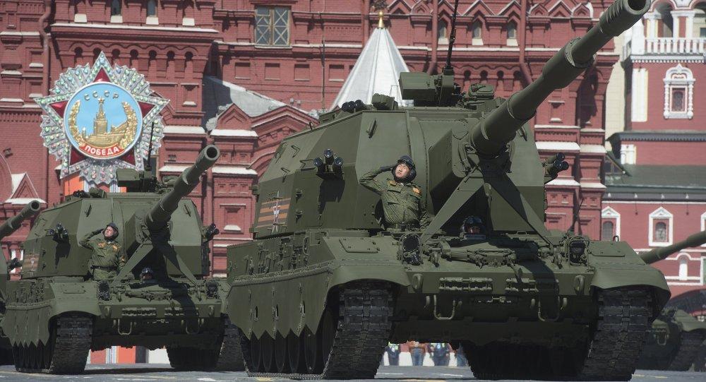 Obuses autopropulsados Koalítsiya-SV durante el Desfile de la Victoria en la Plaza Roja en Moscú