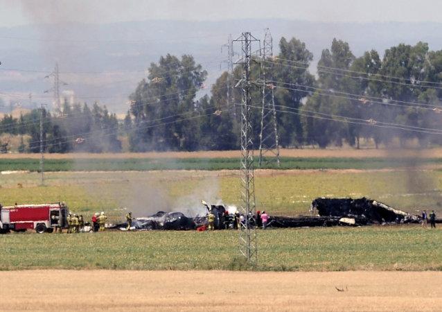 Entre ocho y diez muertos al estrellarse un avión militar en Sevilla