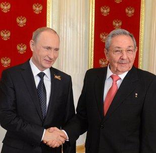 Vladímir Putin, el presidente de Rusia, y Raúl Castro, el presidente de Cuba (archivo)