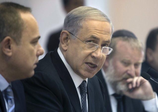 Benjamin Netanyahu, primer ministro de Israel, asiste a la reunión semanal del gabinete de ministros en su oficina en Jerusalén