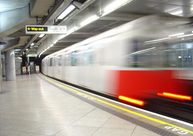 El tren está dejando la estación de Westminster