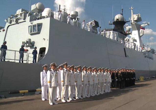 Las fragatas chinas zarpan de un puerto ruso para maniobras conjuntas