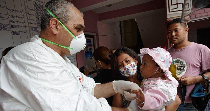 Médico ruso en Nepal