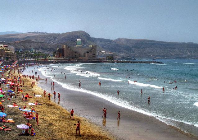 Verano en La Playa de Las Canteras Las Palmas de Gran Canaria (archivo)