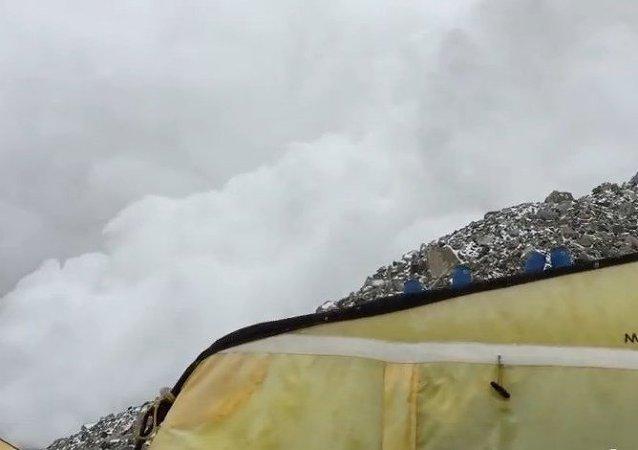 Imágenes del alud que enterró un campamento del Everest