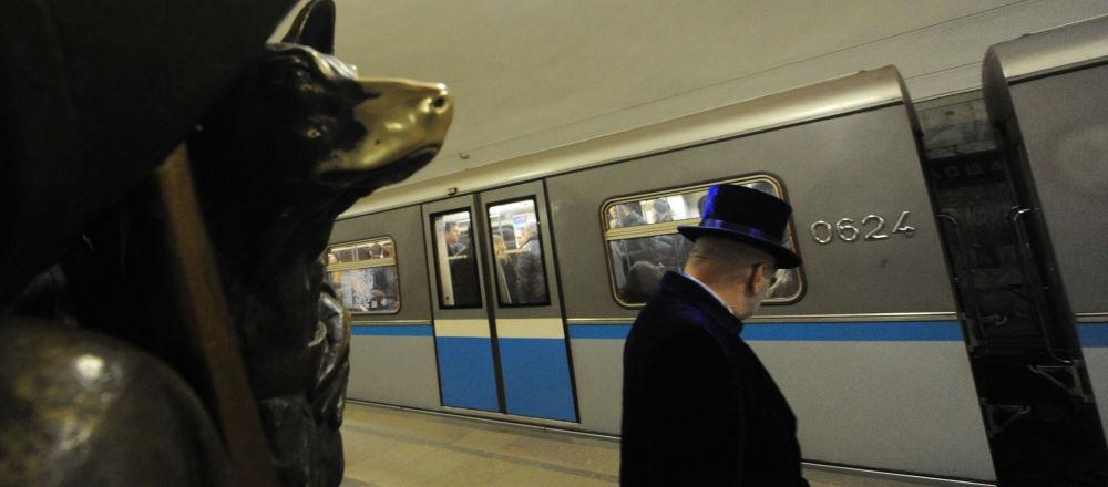 El famoso perro que trae suerte en la estación Plóschad Revolutsii