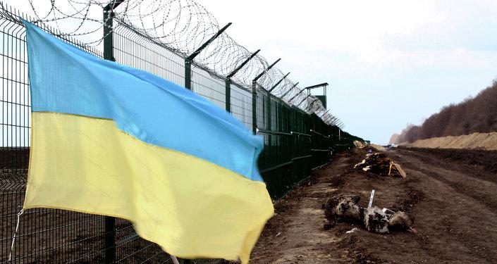 Bandera de Ucrania cerca de la frontera ruso-ucraniana (archivo)
