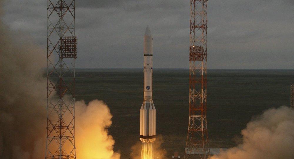 Cohete portador ruso Protón-M con el satélite de comunicaciones mexicano Mexsat-1