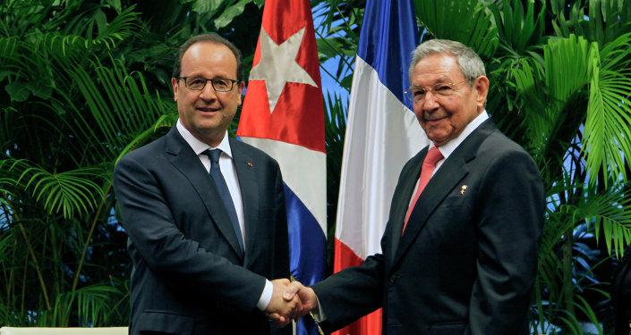 Presidente de Francia, François Hollande y presidente de Cuba, Raúl Castro