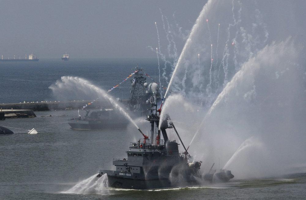Lancha-bombero durante la celebración del Día de la Armada Rusa en Baltisk.