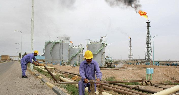 Extracción de petróleo en Irak (Archivo)
