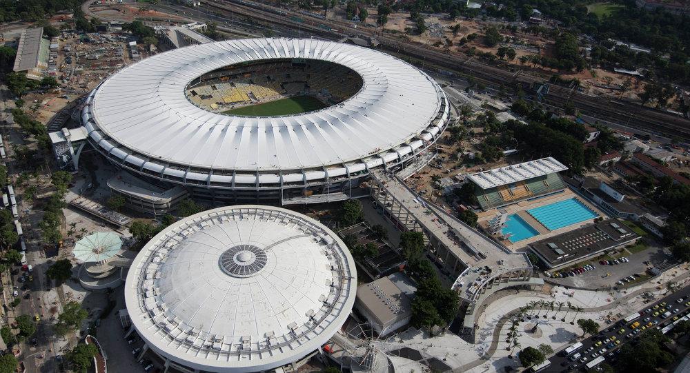 Parque Acuático Julio Delamare (abajo, dcha.) y estadio de fútbol de Maracaná (arriba)