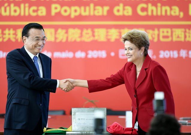 Primer ministro de China, Li Keqiang y presidenta de Brasil, Dilma Rousseff