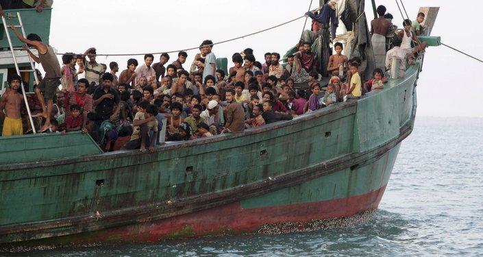 Los cancilleres de Indonesia, Malasia y Tailandia abordan el problema de migrantes