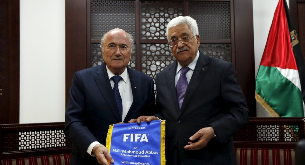 Presidente de la FIFA, Joseph Blatter y presidente de Palestina, Mahmud Abás
