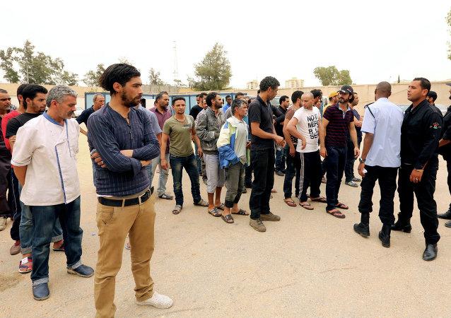 Tunecinos, que estaban en manos de los extremistas del grupo Amanecer de Libia, fueron liberados por als autoridades de Túnez. 21 de mayo de 2015