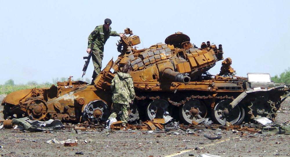 Milicias del este de Ucrania en la zona del aeropuerto de Donetsk