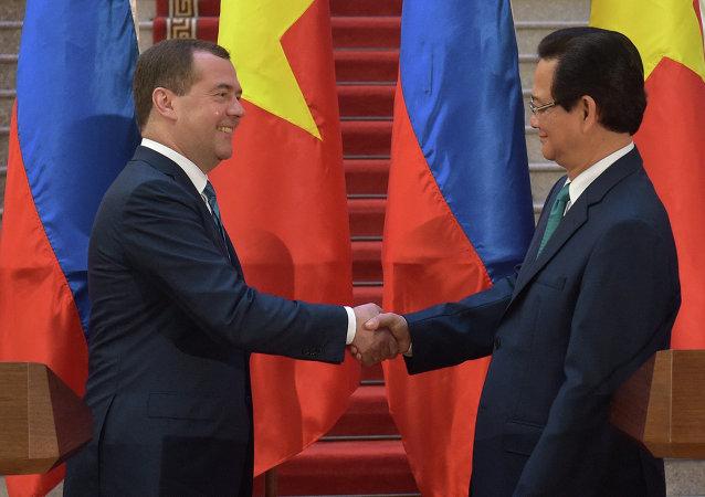 Primer ministro de Rusia, Dmitri Medvédev y primer ministro de Vietnam, Nguyen Tan Dung (archivo)