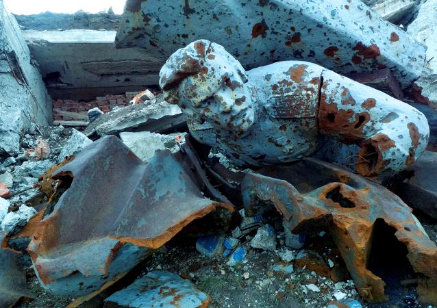 Monumento destruido en la colina Saur Moguila, este de Donetsk