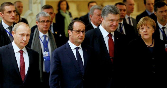 Presidente de Rusia, Vladímir Putin, presidente de Francia, François Hollande, presidente de Ucrania, Petró Poroshenko y canciller de Alemania, Angela Merkel (Archivo)
