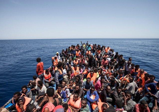 Inmigrantes rescatados en la costa de Libia (archivo)