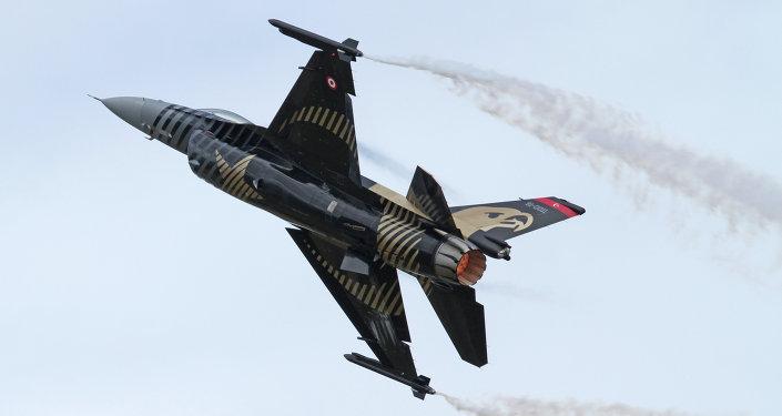 Caza F-16C de la Fuerza Aérea Turca