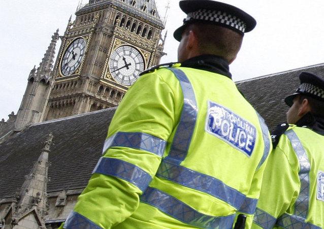 La policía de Londres disparó pistolas eléctricas contra menores de edad