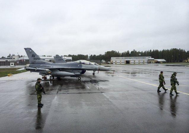 F-16 estadounidense durante Arctic Challenge Exercise