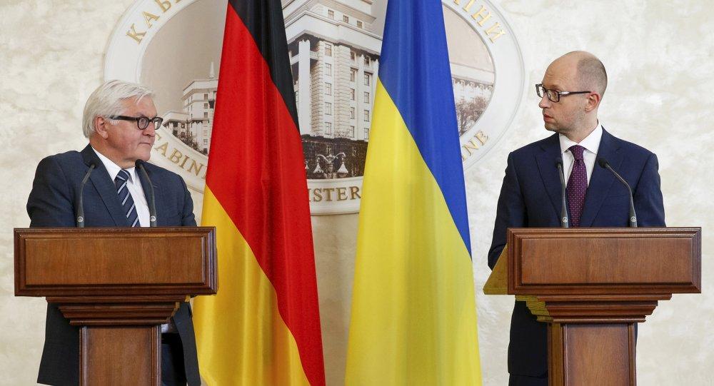 Frank-Walter Steinmeier y Arseni Yatseniuk en Kiev