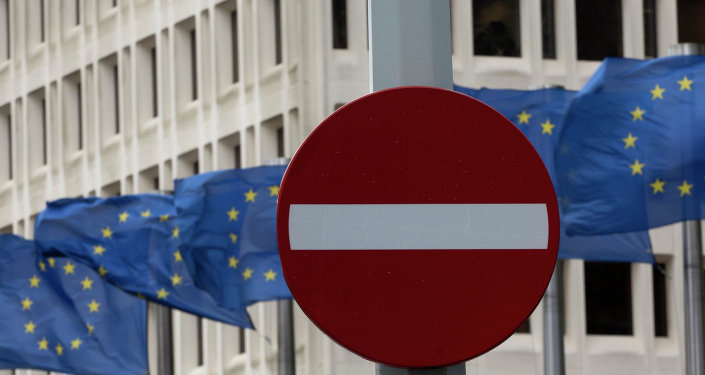 Bandera de la UE y señal de tráfico 'no hay entrada'