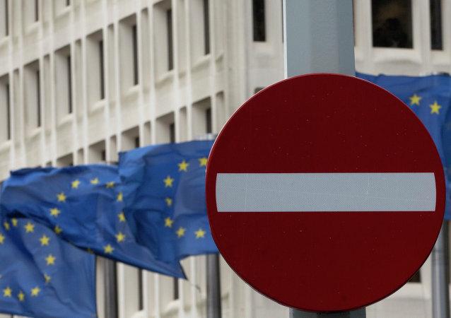 Bandera de UE y señal de tráfico 'no hay entrada'