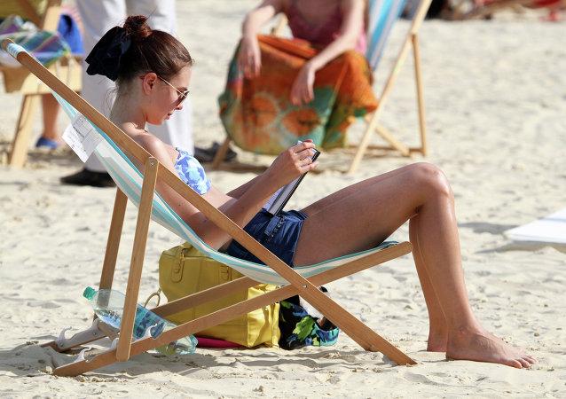 Diputado ruso propone prohibir ir en bañador o con el torso desnudo por la ciudad