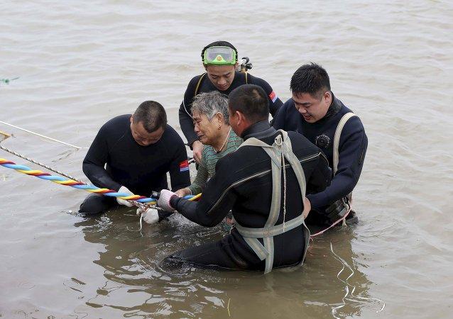 Barco Estrella del Oriente naufragado en el río Yangtse