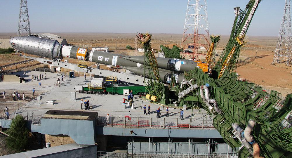 Вывоз ракеты Союз-2.1а на стартовый комплекс Байконура