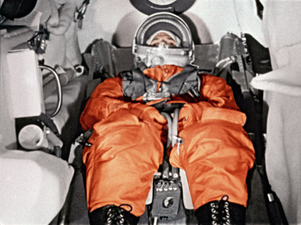 Yuri Gagarin en la cabina de la nave Vostok antes del lanzamiento. Cosmódromo de Baikonur. 12 de abril de 1961