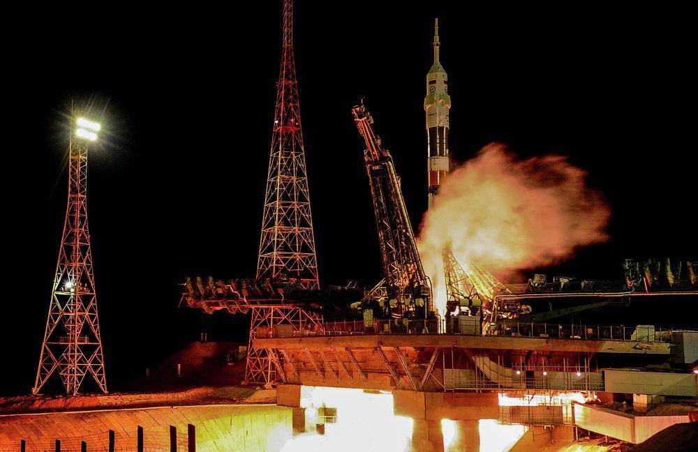 El lanzador Soyuz-FG con la nave pilotada Soyuz TMA-15M