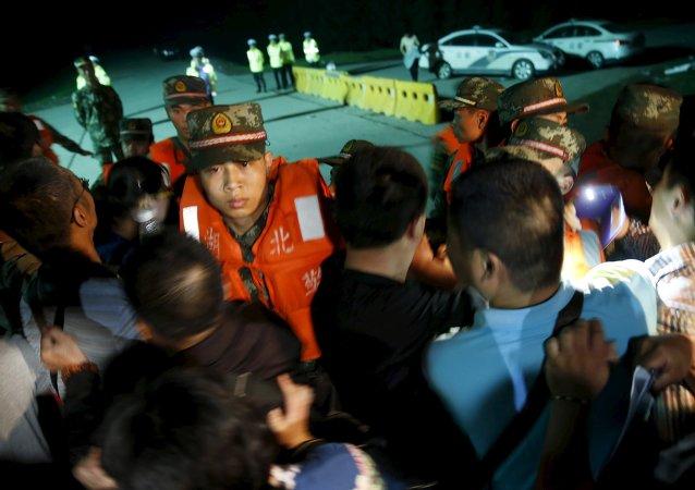 Ascienden a 65 las víctimas del crucero naufragado en China