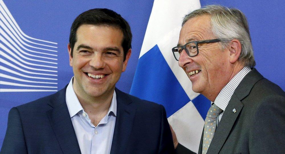 Alexis Tsipras, primer ministro de Grecia y Jean-Claude Juncker, presidente de la Comisión Europea