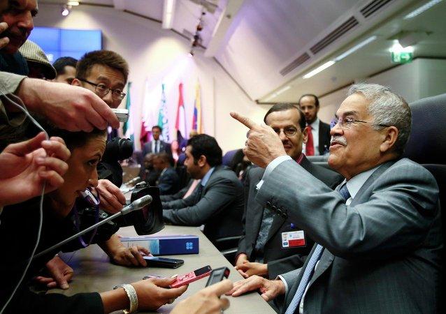 Alí an Nuaymi, representante de Arabia Saudí, antes de una reunión de la OPEP
