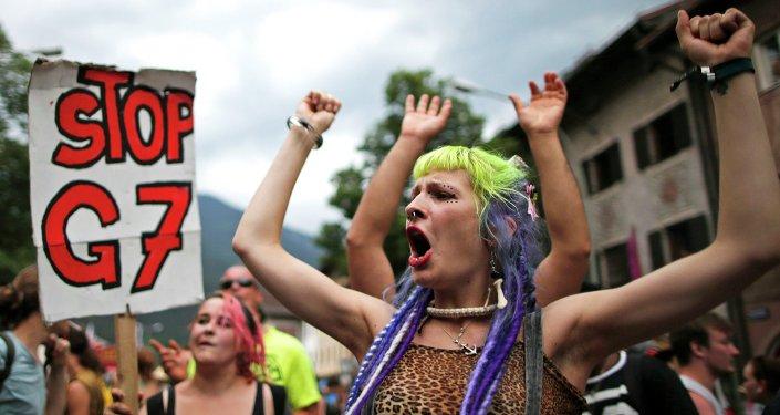 Manifestantes contra la celebración de la cumbre del G7 en Garmisch-Partenkirchen