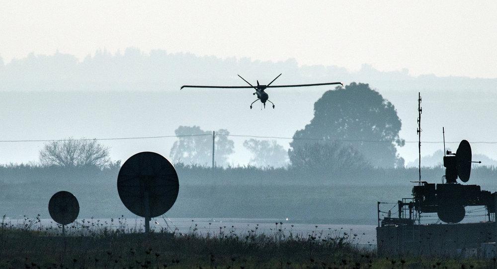 Un vehículo aéreo no tripulado del ejército israelí aterriza en un aeródromo en los Altos del Golán