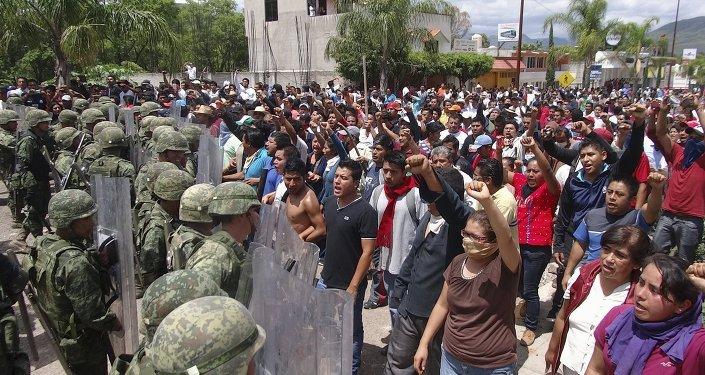Situación cerca del Instituto Nacional Electoral en la ciudad Huajuapan de Leon