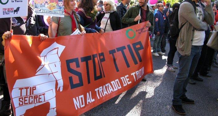 Socialistas españoles votarán contra blindaje de empresas en el TTIP
