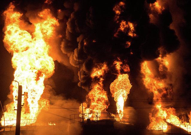 Incendio en un depósito de petróleo en Ucrania
