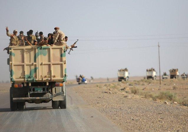 Unos 15.000 voluntarios engrosan las filas de las milicias contra EI