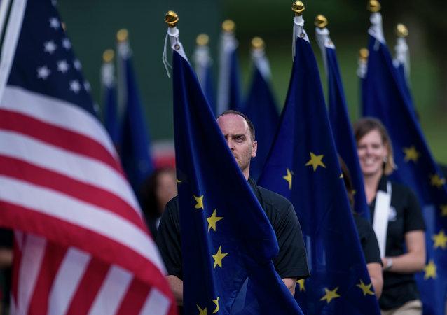Banderas de la UE y de EEUU