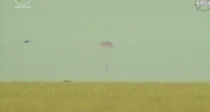 Nave espacial Soyuz TMA-15M aterrizado en Kazajistán