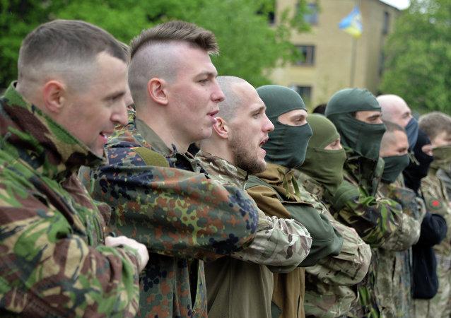 Combatientes del batallón Azov antes del envío a Donbás